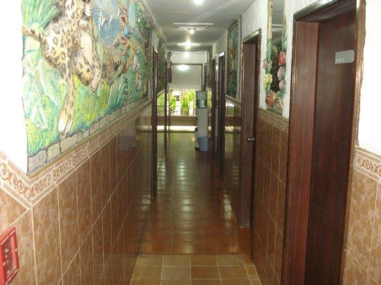 Hotel La Parada: Pasillo del hotel