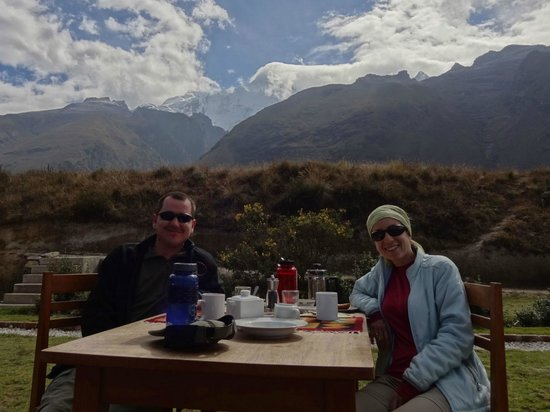 Llanganuco Mountain Lodge: Breakfast with a view!