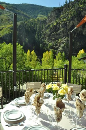 No Name Bar & Grill at Glenwood Canyon Resort