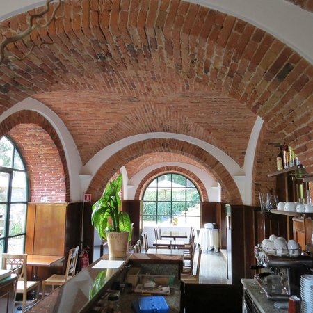 Relais Casali della Cisterna: dining area and bar