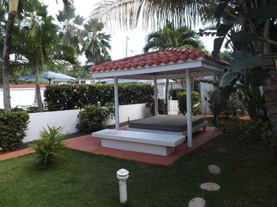 Bravo Beach Hotel: Lounging area