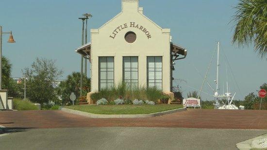 The Inn at Little Harbor: Entrance to Little Harbor