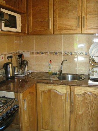 Au Fond de Mer View: kitchen