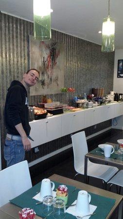 Hotel Glasgow Monceau : Una colazione ricca e varia!