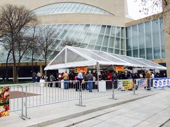 Morton H. Meyerson Symphony Center: Empty bowls charity