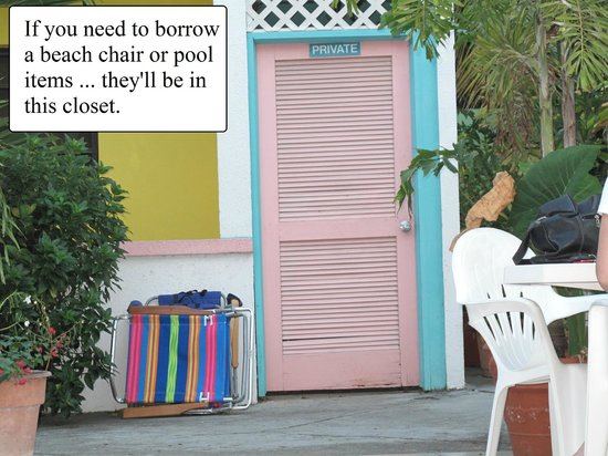 Turquoise Shell Inn: The beach chair & pool items closet