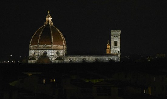 Hotel Cellai: the night view from the roof