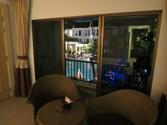 Sawaddi Patong Resort & Spa: Large sliding balcony doors and a comfortable sitting area