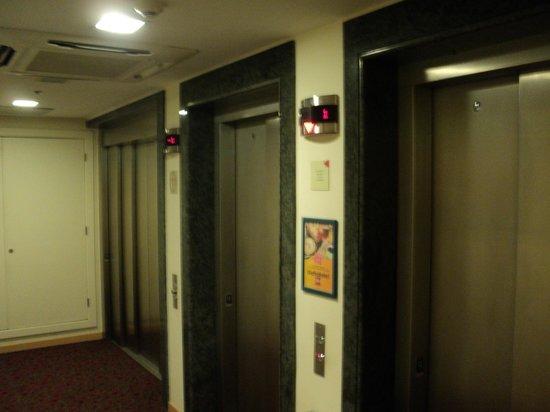 Hotel Ibis Buenos Aires Obelisco: Elevadores