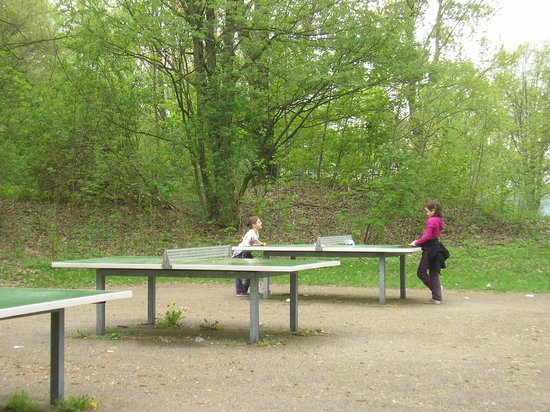 Karlsfelder See: Tischtennisplatten