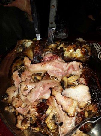 Baracnicka Rychta: Piatto di carne consigliato dallo chef. Il menù lo propone per due persone, noi ci abbiamo mangi