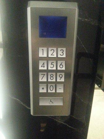 Le Méridien Istanbul Etiler: Elevator Keypad