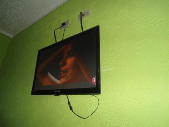 Hotel Vouga : televisão do quarto