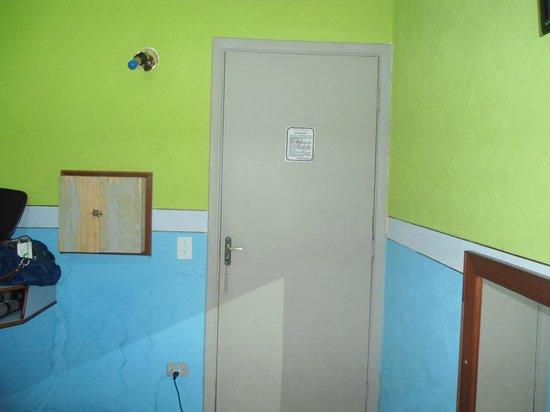 Hotel Vouga : entrada do quarto