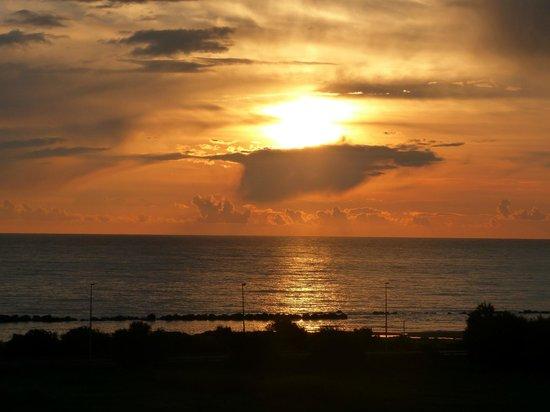 Oceano & Mare: Meraviglioso tramonto visto dal B&B