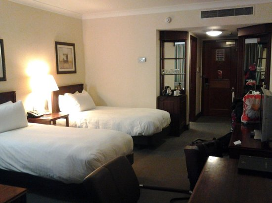 Hilton East Midlands Airport : Twin room