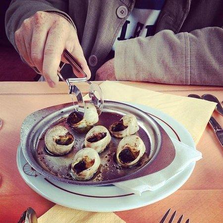 Le Depart Saint-Michel: Escargots ao molho pesto! Delícia!