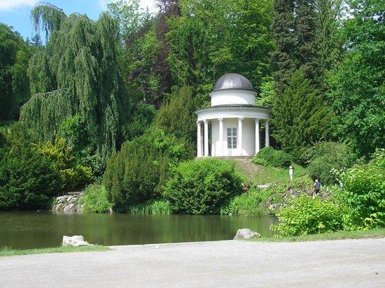 Bergpark: Der Tempel am See