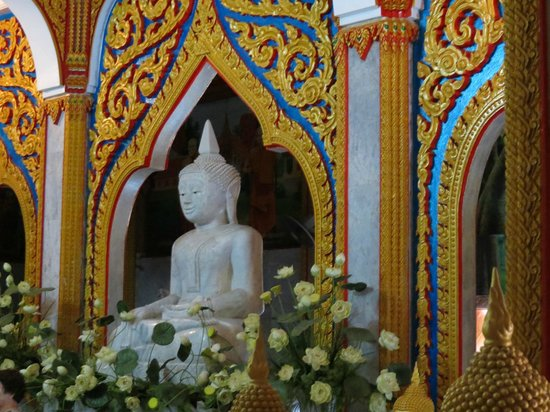Wat Chalong : Gorgeous setting for an exterior Buddha statue