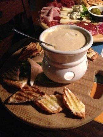Il Gallo Nero: Bruchetta with truffle cheese sauce