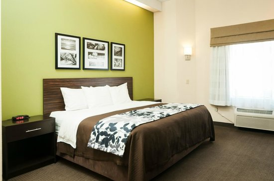 Sleep Inn & Suites Hagerstown: Spacious guest room
