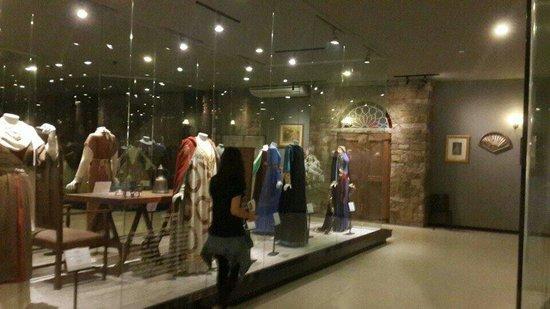 Museu da Moda - MUM: A história contada através de vestidos.