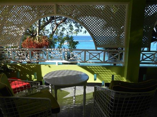 Hibiscus Lodge Hotel: Balcony