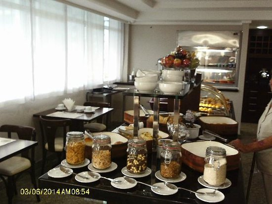 Mercure Apartments Vitoria : café da manhã