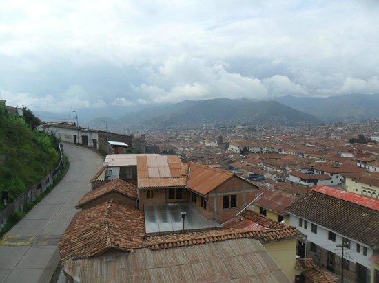 Don Bosco Hotel: Uma vista de Cuzco pela janela do quarto do hotel