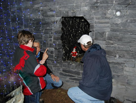 Leprechaun and Fairy Underground Cavern: The Leprechauns getting ready for Santa - Nov 2013