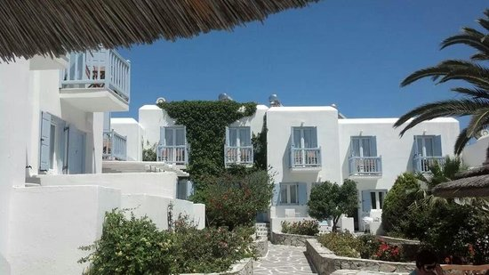 Aeolos Mykonos Hotel: Courtyard