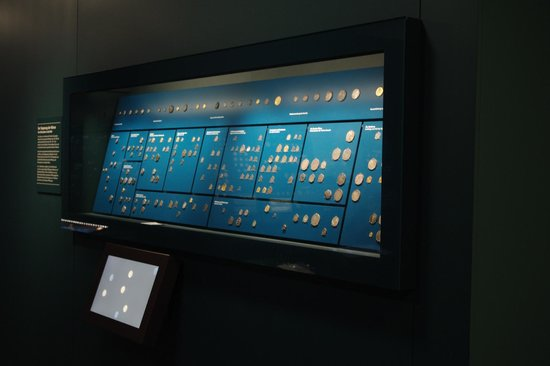 HMB - Museum für Geschichte : A view of one of the more than 15 displays of coins