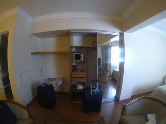 Huentala Hotel : Placard, caja seguridad y estantes