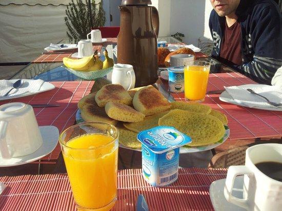 Riad Villa El Arsa: La colazione in terrazza