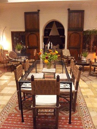 Riad Villa El Arsa: La sala al piano terra
