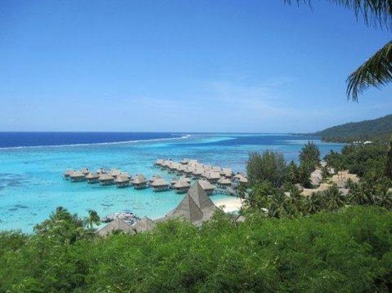 Sofitel Moorea Ia Ora Beach Resort: View from the lookout above the hotel