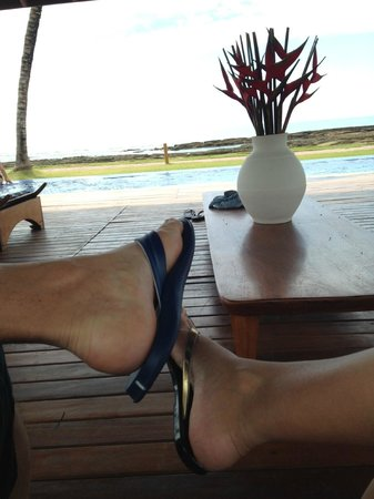 Arraial D'Ajuda Eco Resort: Relaxando em um dos gazebos de frente para o mar