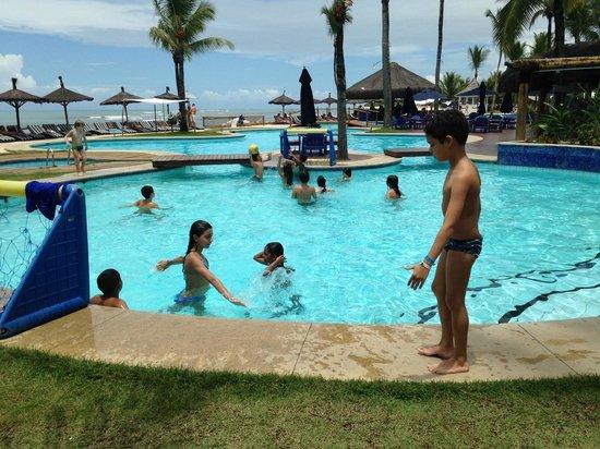 Arraial D'Ajuda Eco Resort: A criançada em atividade com as munitoras
