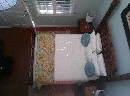 SeaGlass Inn Bed and Breakfast: View of bed from loft