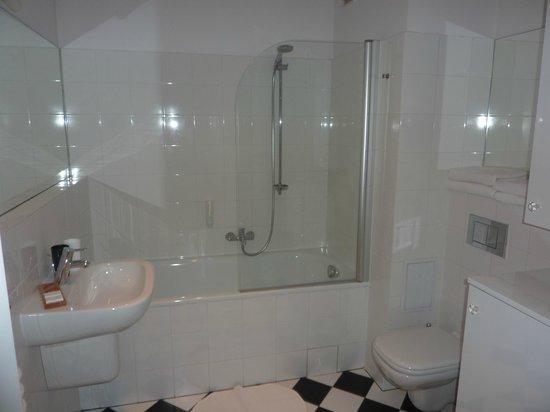 Crystal Suites chez Helena : Apartment 1 - bathroom