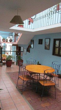 Hotel La Media Luna : A table in the courtyard