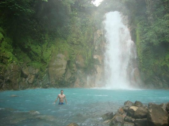 Tenorio Volcano National Park, Kosta Rika: No Swimming? O well. Fun times and i'm still alive.