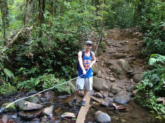 Rio Celeste : hiking is rugged but not TOO difficult.