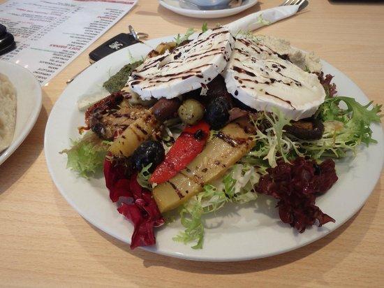 IL Pezzettino: Goat's cheese salad