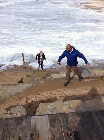 We Hate Tourism Tours: Le onde erano forti in spiaggia!