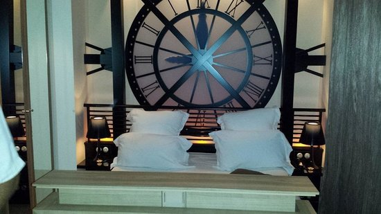 Hôtel Design Secret de Paris : bed