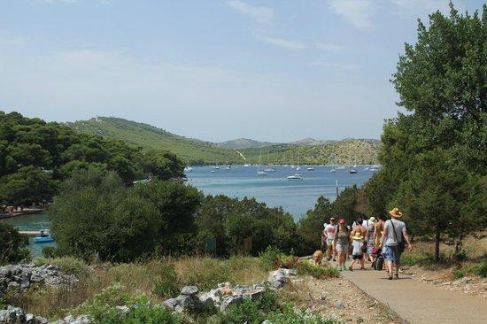 Kornati National Park : Vista dalla passeggiata verso il lago salato