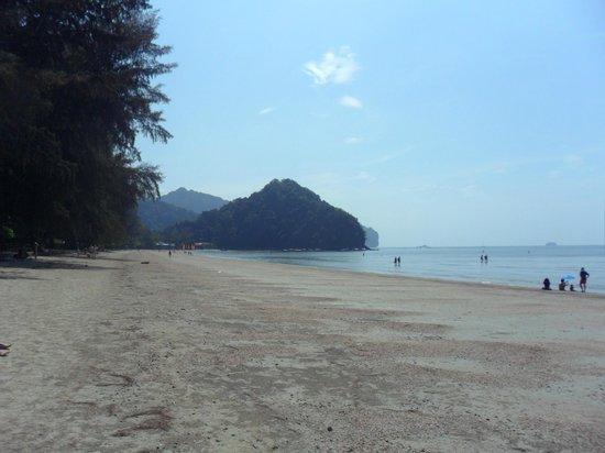 Sabai Resort: Samma strand