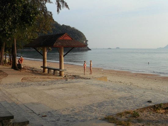 Sabai Resort: Nopparat Thara Beach