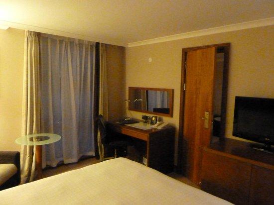 Hilton London Kensington : Junior suite bedroom